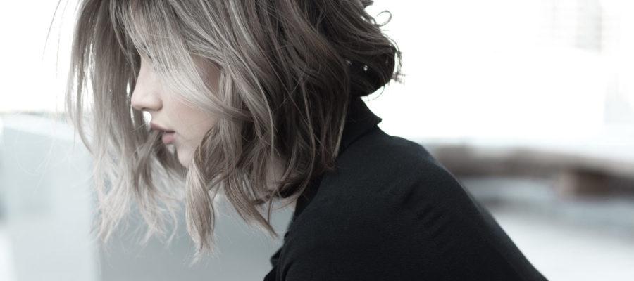 žena, vlasys
